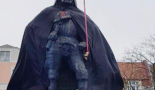 Pomnik założyciela Wejherowa zamienił się w pomnik Lorda Vadera