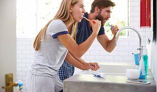 Wspólne mycie zębów to dopiero początek dramatu.
