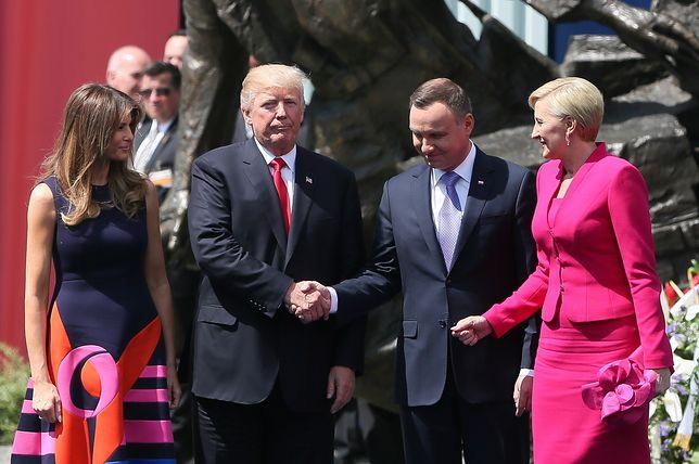 """Mylne doniesienia na temat powitania Donalda Trumpa i Agaty Dudy były jednym z nagrodzonych """"fake newsów""""."""