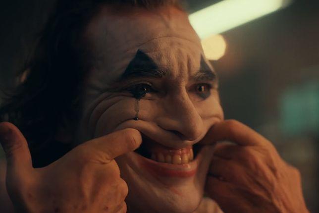 """Joker"" z Joaquinem Phoenixem. Zwiastun filmu Todda Phillipsa już w sieci!"