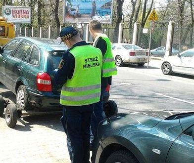 Chcieli zmiany organizacji ruchu. Teraz buntują się przeciw zakazowi parkowania