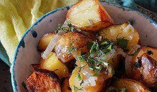 Ziemniaki pieczone z ziołami i cebulą. Prosto i smacznie