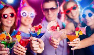 Wesoły melanż i kolorowe drinki