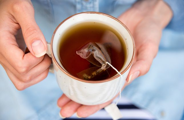 Czerwona herbata wspomaga trawienie i pomaga w odchudzaniu.