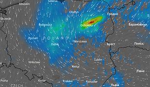 Prognozowana strefa deszczu i burz nad Polską w poniedziałek po południu