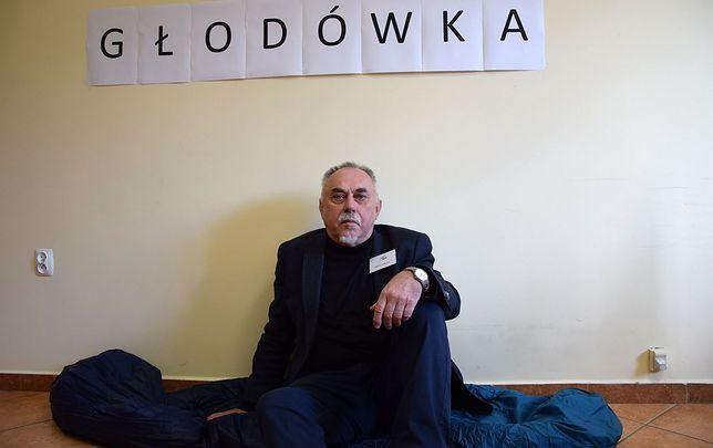 Wybory parlamentarne 2019. Janusz Sanocki przeniósł się z protestem do swojego biura