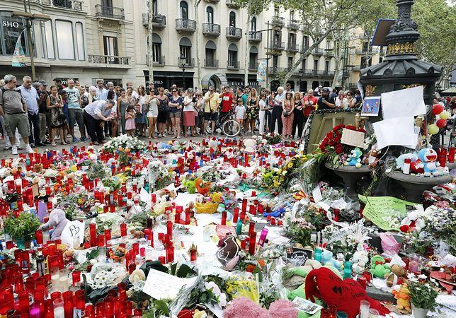Katalończycy składają hołd zmarłym w wyniku ataku