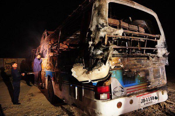 Autobus jechał z Karaczi do Shikarpur w Indiach