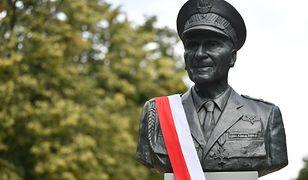 Pomnik gen. Zbigniewa Ścibor-Rylskiego stanął w parku im. Marszałka Edwarda Rydza- Śmigłego