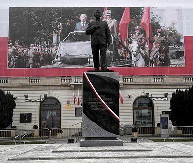 Pomnik Lecha Kaczyńskiego na placu Piłsudskiego