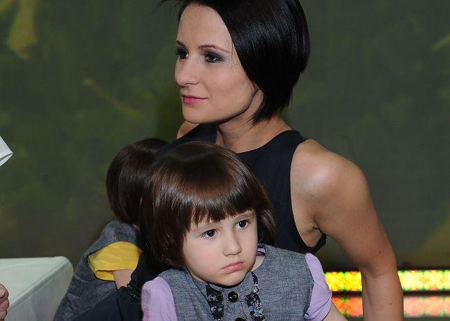 Vivienne Wiśniewska z mamą Anną Świątczak w 2011 roku