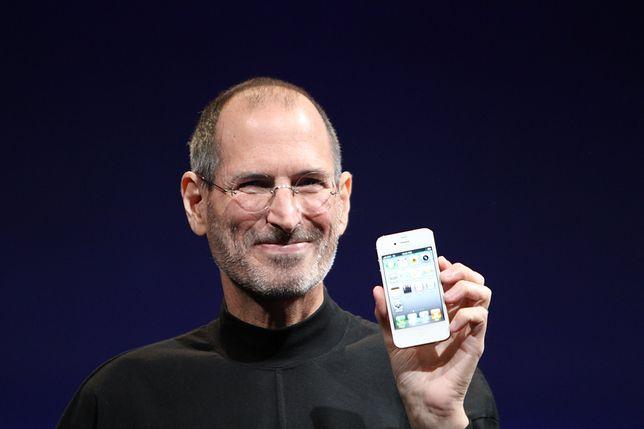 Steve Jobs z iPhone'em