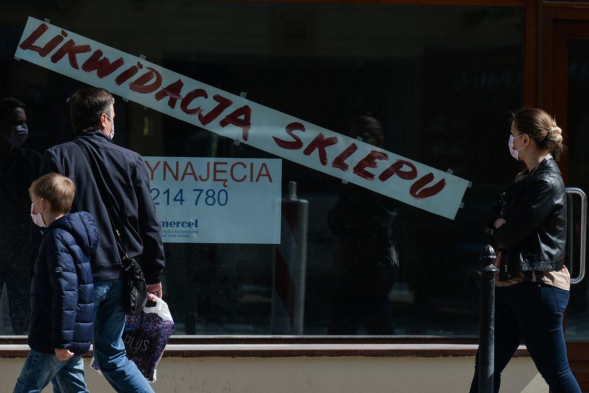 Polacy widzą zmiany. Co drugi zauważa kurczącą się liczbę sklepów