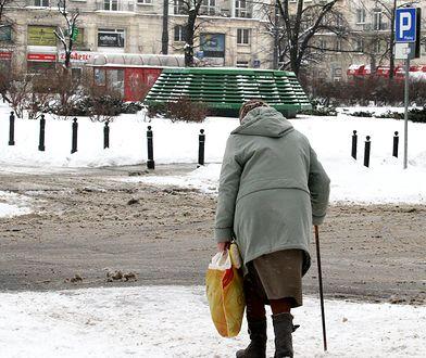 72-latka twierdzi, że nie jest w stanie nawet dostać się do swoich leków