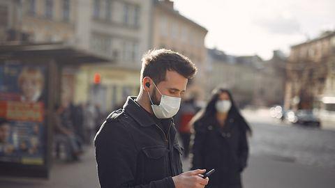 Brytyjska aplikacja skuteczna w walce z koronawirusem. Zapobiegła 600 tys. zakażeń