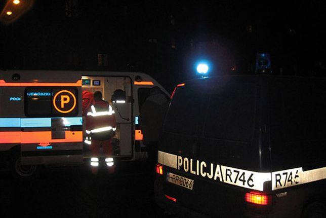 Policja zatrzymała pijanego mężczyznę, który próbował rozjechać ratowników medycznych