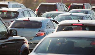 Otwarta studzienka sprawiła sporo kłopotów jadącym rano do pracy kierowcom.