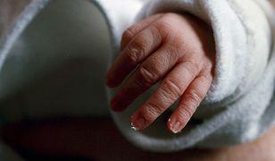 Dwumiesięczne dziecko miało liczne złamania i siniaki na całym ciele