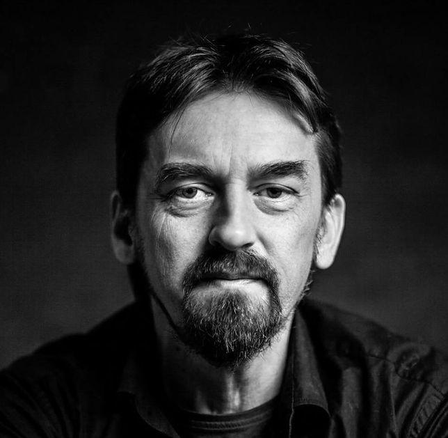 Mariusz Zielke to dziennikarz śledczy oraz autor książek.