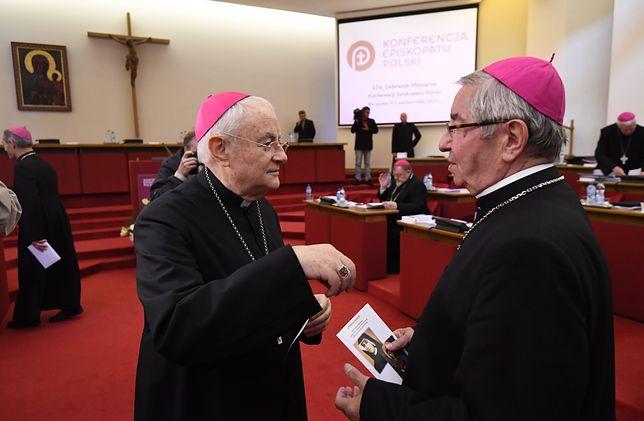 Arcybiskupi Sławoj Głódź i Henryk Hoser pozostaną z honorami