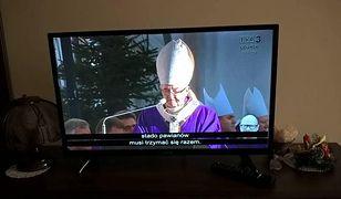 Transmisja pogrzebu Adamowicza w TVP3 z napisami o małpach
