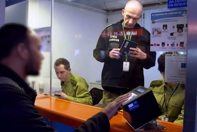 Jak wygląda praca służby celnej na lotnisku?