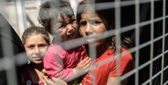Zamykają dzieci w klatkach, biją i zmuszają do walki. Brutalne szkolenia ISIS