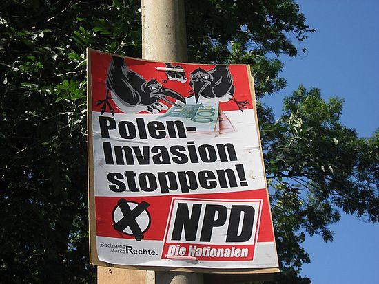 """Sąd: plakaty """"Zatrzymać polską inwazję"""" muszą być zdjęte"""