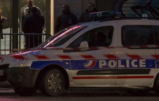Uzbrojony napastnik przetrzymywał 7 osób w biurze w Paryżu