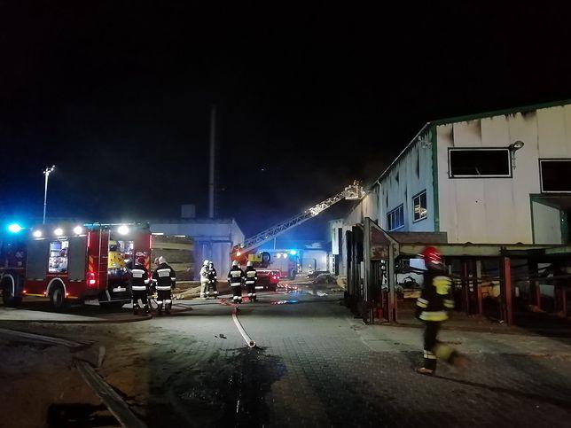 Starachowice. W gaszenie pożaru zaangażowani byli strażacy z całego województwa świętokrzyskiego