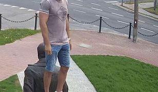 Posąg Lecha Kaczyńskiego jest głównym elementem pomnika, który w Kraśniku upamiętnia ofiary katastrofy smoleńskiej