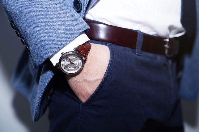 Dobry zegarek sprawdzi się zarówno w stylu oficjalnym, jak i smart casual