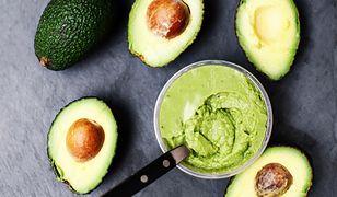Do guacamole warto dodać soku z cytryny.