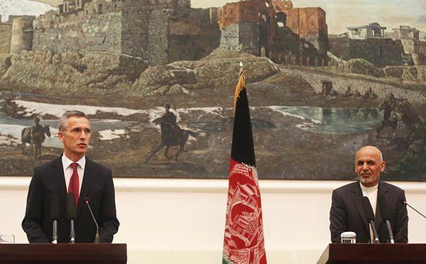 Jens Stoltenberg i Ashraf Ghani w Afganistanie