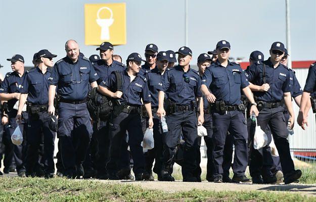 Masowe zatrucie funkcjonariuszy na ŚDM. 58-osobowy oddział jechał do Brzegów