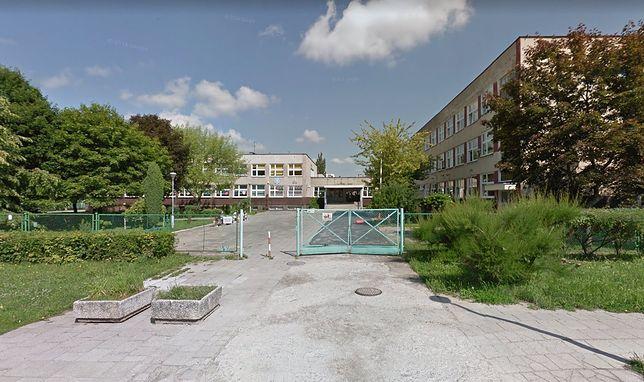 Zielona Góra. 17-latka zaatakowała nożami trzy przypadkowe uczennice liceum