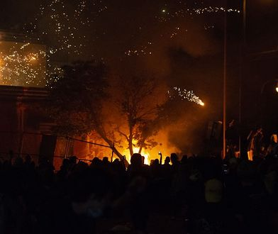 USA. Zamieszki w Minneapolis. Protestujący podpalili m. in. posterunek policji