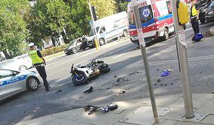 Wypadek na Wawelskiej. Ranny motocyklista, są utrudnienia