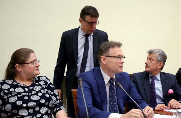 Posłowie PiS podczas posiedzenia sejmowej Komisji Ustawodawczej