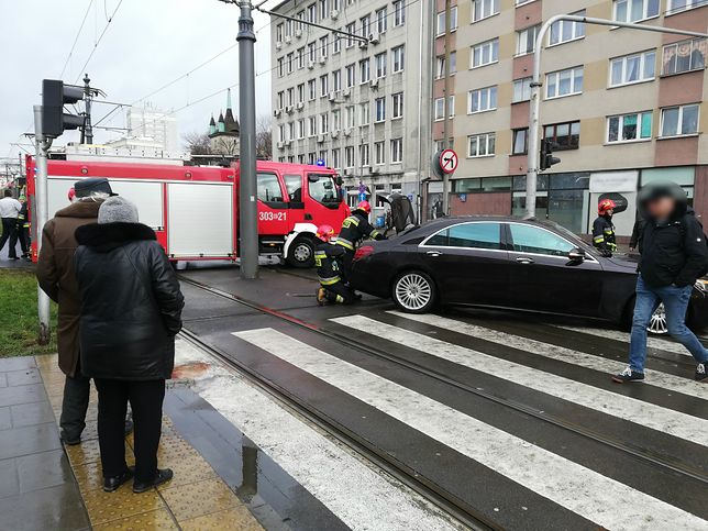 Niebezpieczne zdarzenie w Warszawie. Tramwaj zderzył się z samochodem na Mokotowie