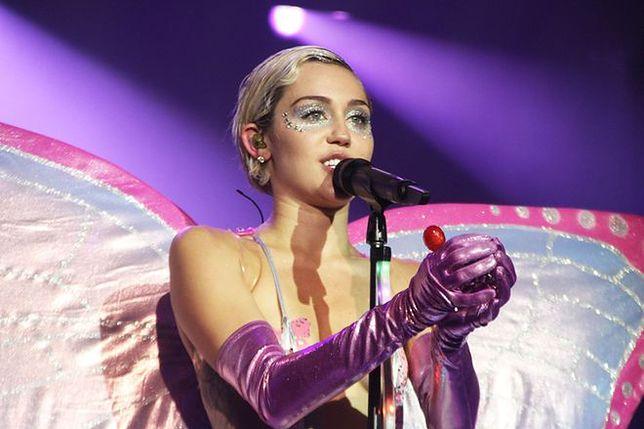 "Miley Cyrus na okładce ""Paper"""