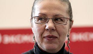 Aleksandra Marinina do 1998 r. pracowała w milicji, miała stopień podpułkownika. Odeszła by poświęcić się karierze pisarskiej.