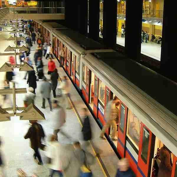 Co dzieje się na zamkniętych stacjach metra? [WIDEO]