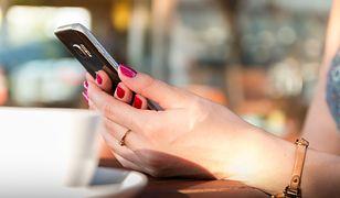 Pod żadnym pozorem, nigdy, nie wolno podawać w mailu numeru karty płatniczej, jej daty ważności i numeru CVC