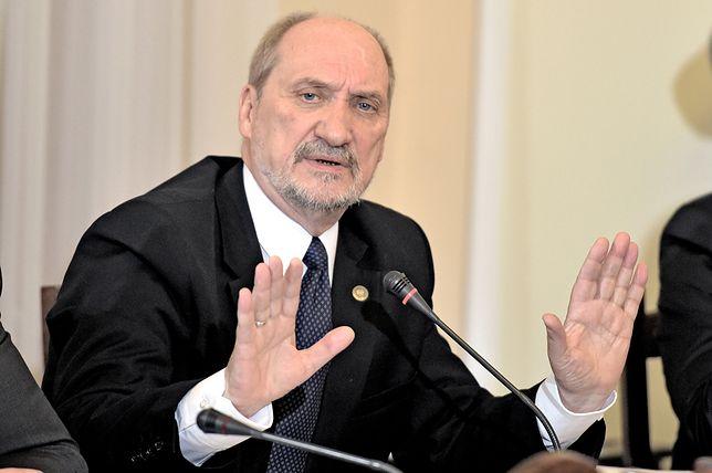 Macierewicz rozmawiał z sekretarzem obrony USA