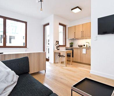 Małe mieszkanie też może być funkcjonalne! Ciekawa 25-metrowa kawalerka
