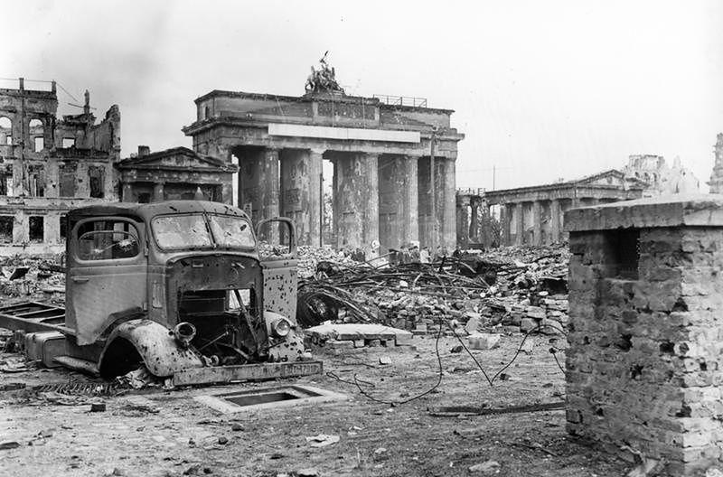 Berlin, maj 1945 roku. Tak kończy się II wojna światowa.