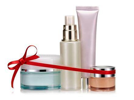 Kosmetyki pod choinkę – kupować, czy nie?