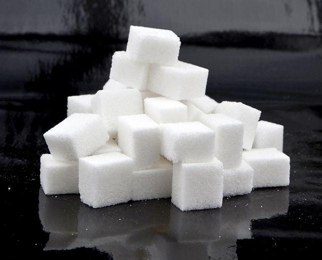 Podatek cukrowy. Nowy projekt może wejść w życie już w kwietniu. Co z cenami napojów?