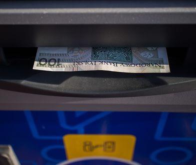 Policja w Łukowie szuka właściciela gotówki zostawionej w bankomacie